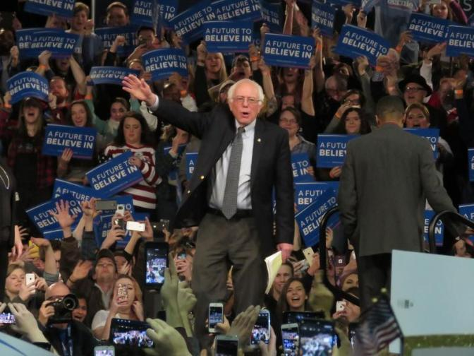 Bernie_crowd